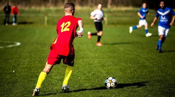 Быть поклонником футбола лучше, чем быть геймером